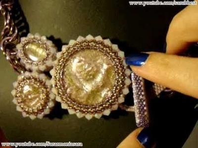 Sarubbest - Collana con cabochon in resina, perline & girocollo chainmail | Nuove Creazioni
