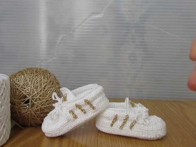 Scarpette stile Adidas bianche e oro realizzate a uncinetto, a mano!!