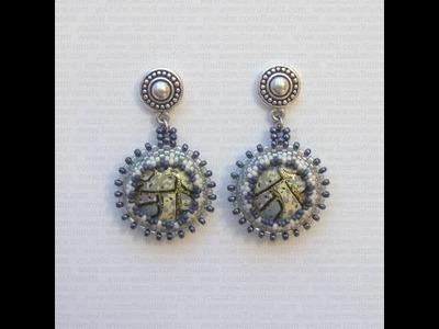 Sarubbest - Orecchini con perline: cabochon in plastica incastonati al Peyote | Nuove Creazioni