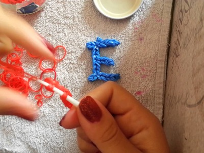 Lettera E con gli elastici