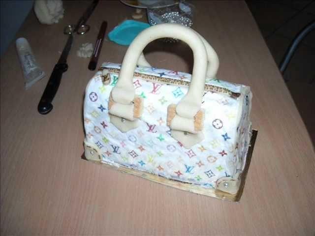 Tutorial torta bauletto Louis Vuitton con Cialda in ostia