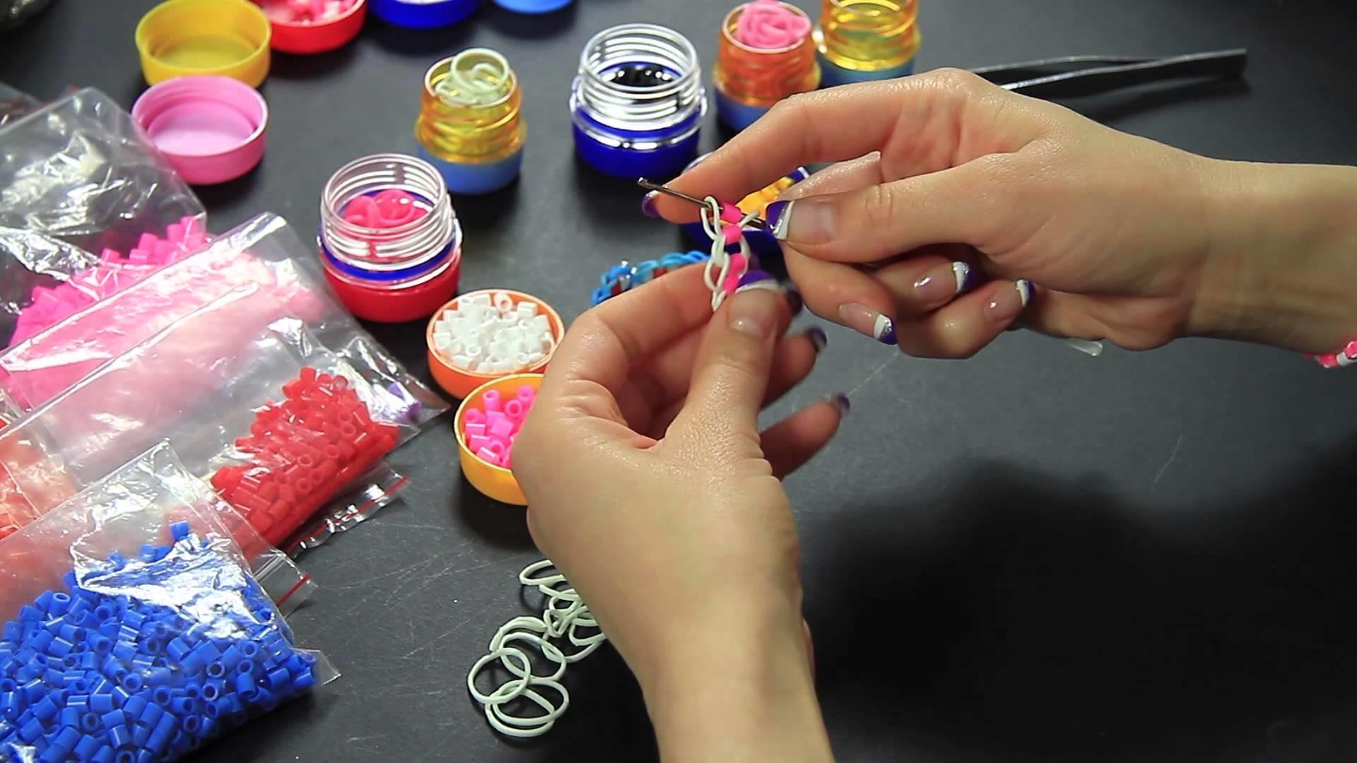 Video Tutorial Braccialetto Rainbow Loom con pyssla realizzato con uncinetto rosa bianco Full HD ITA