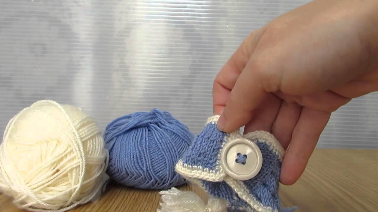 Bracciale con bon bon realizzato a maglia e filati in lana. Coccinelle Creative, official.