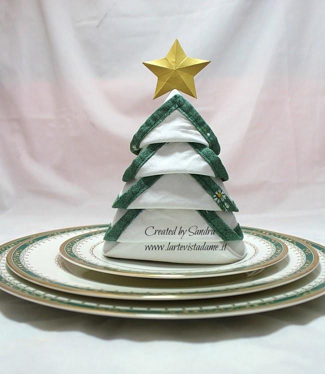 Tovagliolo piegato ad Albero di Natale-Christmas Tree Napkin Folding-Natale Fai da te-DIY
