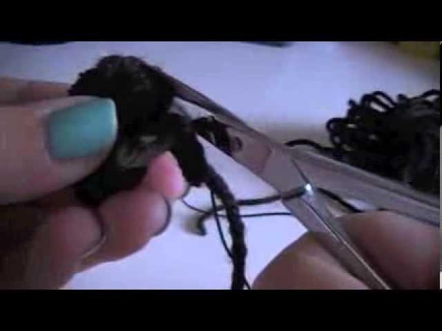 Halloween pompom spiders DIY