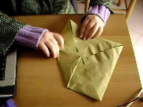 Piegare i tovaglioli di carta- fiore di loto