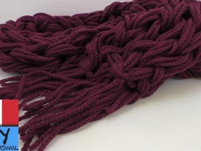Sciarpa a mano - come fare facilmente con le mani una sciarpa con frange - Crochet per la sciarpa