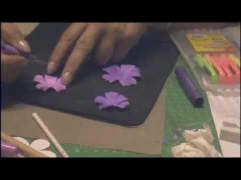 Video tutorial in italiano :come fare un semplice fiore in carta (Paper Flower)