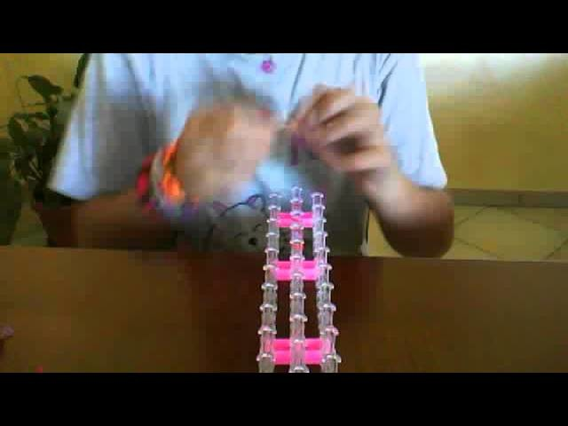 Tutorial:come fare una catenella alla fine di un bracciale con i loom bandz.