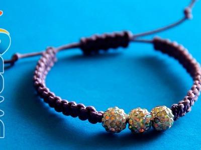 Come fare un braccialetto con nodo macramé