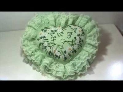 SORPRESA!!! Cuscino Portafedi a forma di Cuore ricamato al Puntocroce - Nuove Creazioni