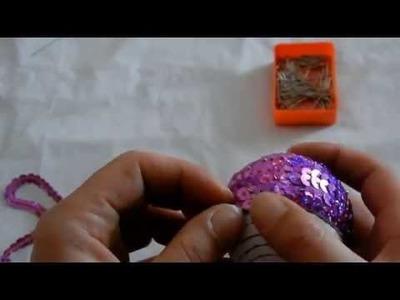 Decorazioni natalizie: sfere in polistirolo rivestite con paillettes