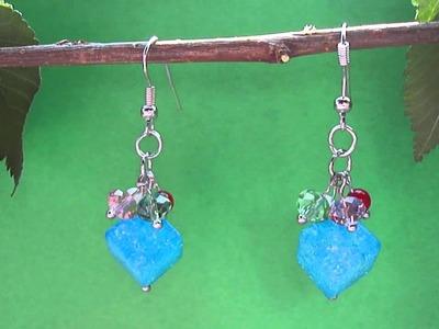 Orecchini pendenti con perline cubiche azzurre