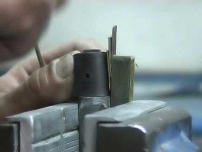 Lavorazione del coltello di Pattada - www.pizzadilicoltelli.it
