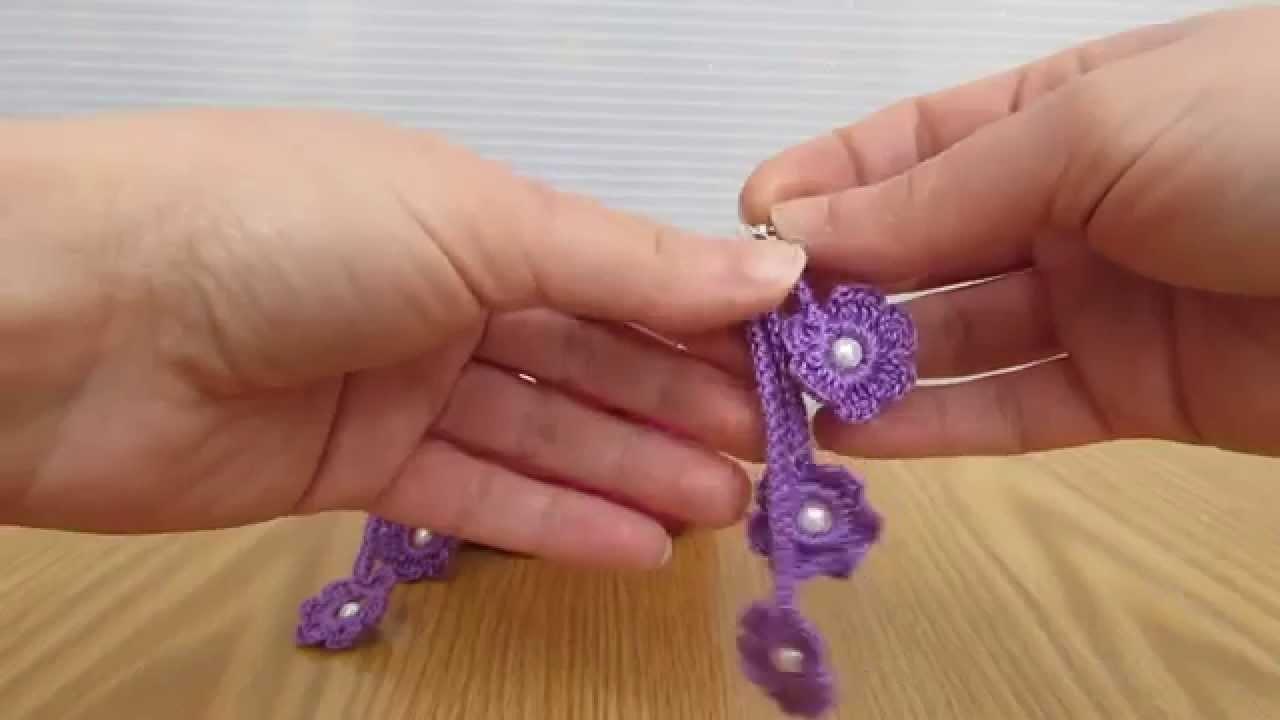 Orecchini pendenti lilla realizzati a uncinetto con spighetta o fettuccia romena.