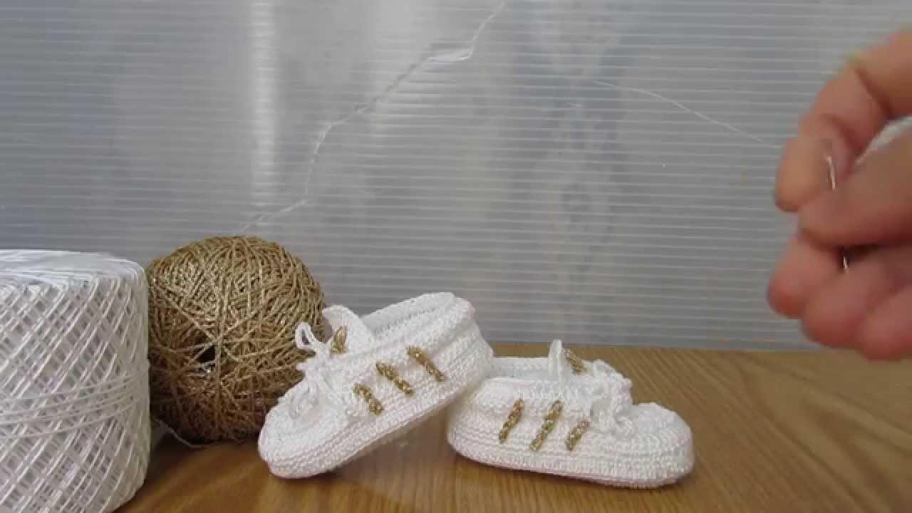 Scarpette Stile Adidas Bianche E Oro Realizzate A Uncinetto A Mano