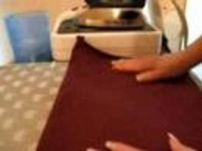 L'orlo dei pantaloni sportivi con la macchina da cucire