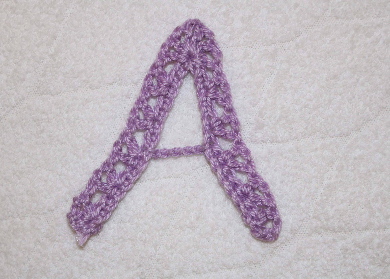 Alfabeto all'uncinetto: lettera A - Crochet alphabet: letter A