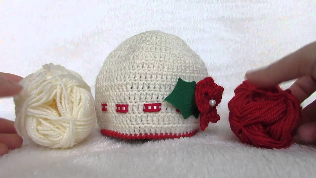Cappello Natale bimbi, bianco e rosso, lavorato a uncinetto e realizzato a mano con applicazioni.