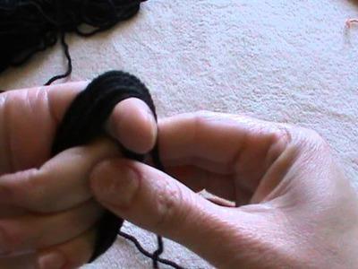 Come arrotolare una pallina di lana