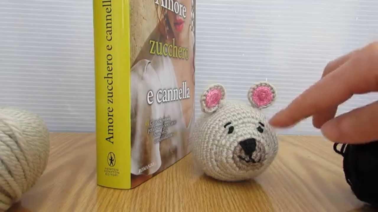 Topolino amigurumi, topolino da biblioteca realizzato a uncinetto. Dolcissimo.