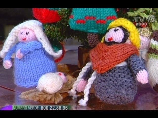 Decoriamo l'albero di Natale con coloratissimi lavori a maglia