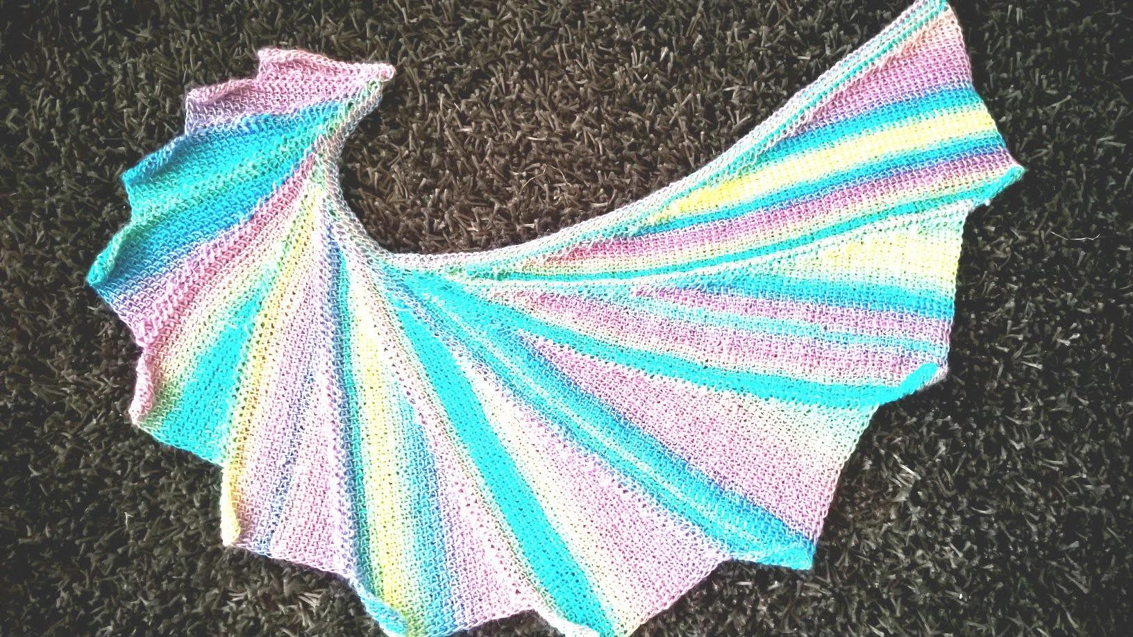 Sciarpa wingspan con l'uncinetto tunisino