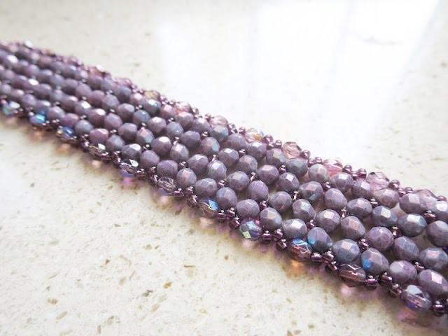 Bracciale di perline a fascia