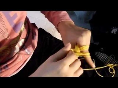 Treccia tubolare di lana lavorata con le mani