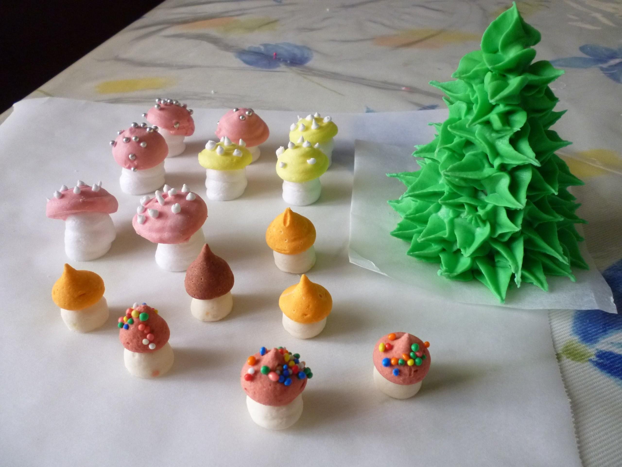 Decorazioni funghi in glassa reale decorations mushrooms - Decorazioni torte con glassa ...