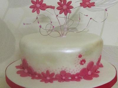 Torta decorata con fontana di fiori