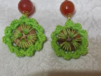 Orecchini con bottoni all'uncinetto.Earrings with crochet buttons.
