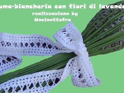 Profuma-biancheria con fiori di lavanda