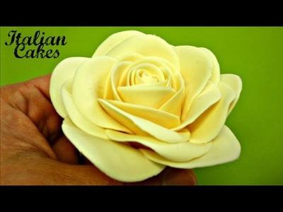 Fiori (Rose) in pasta di zucchero parte 1: il bocciolo by ItalianCakes
