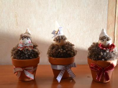 Gnomi o folletti nei vasetti realizzati con i pon pon
