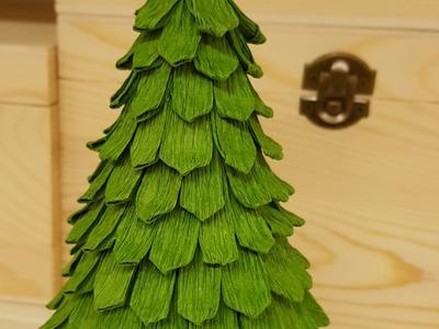 Albero di natale fatto con un cono di polistirolo