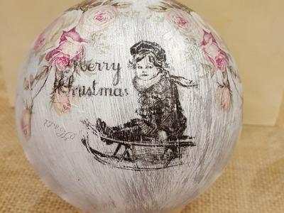 Pallina natalizia con lo shabby e decoupage con carta di riso
